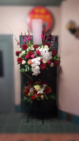 画像1: 【近江八幡市内へのお届け商品】お急ぎ!おまかせスタンド花2段 (1)