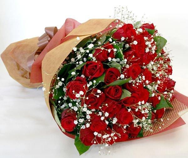画像1: 還暦お祝に最適 【近江八幡市内へのお届け商品】バラの花束60+かすみ草 (1)